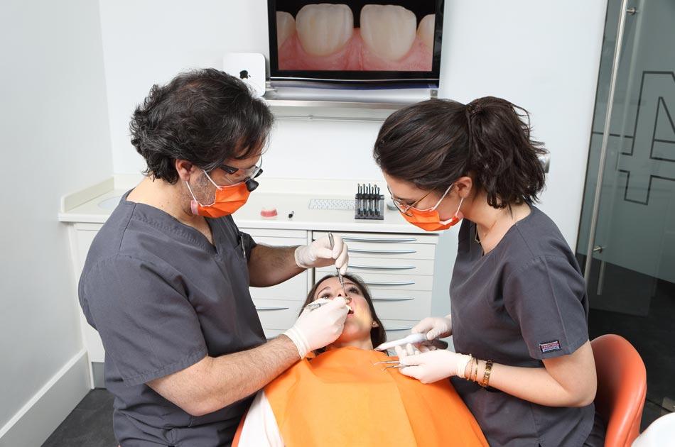 Carillas de composite - Elaboración de las carillas sobre el diente.