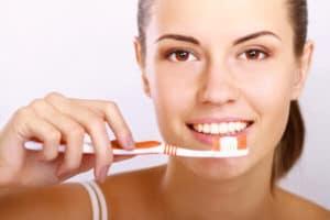 Mantenimiento de Implantes Dentales - Mantenimiento y cuidados en casa