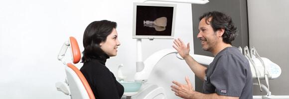 Cómo evitar la periimplantitis tras colocarme implantes dentales