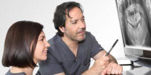 Implantes dentales post extracción en Madrid