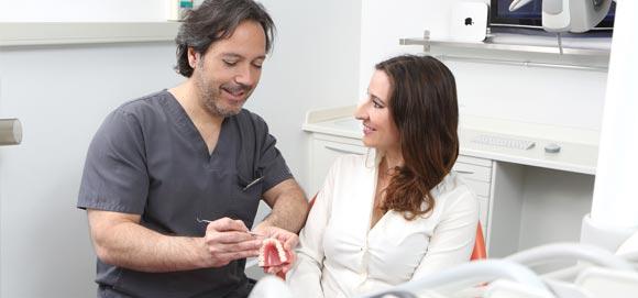Cómo debo llevar el mantenimiento tras el tratamiento con implantes dentales