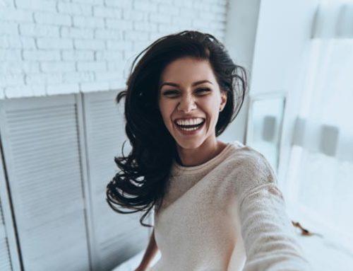Cómo blanquear los dientes para lucir una sonrisa perfecta