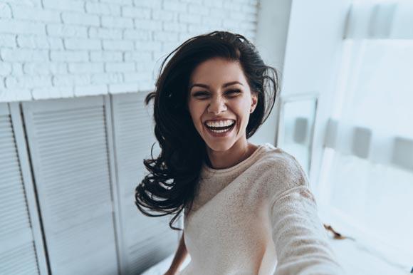 Blanquear los dientes para lucir una sonrisa perfecta