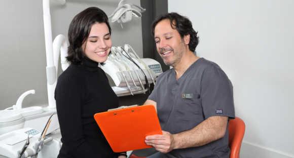 Acaba con la odontofobia: acude a un dentista que te genere confianza.