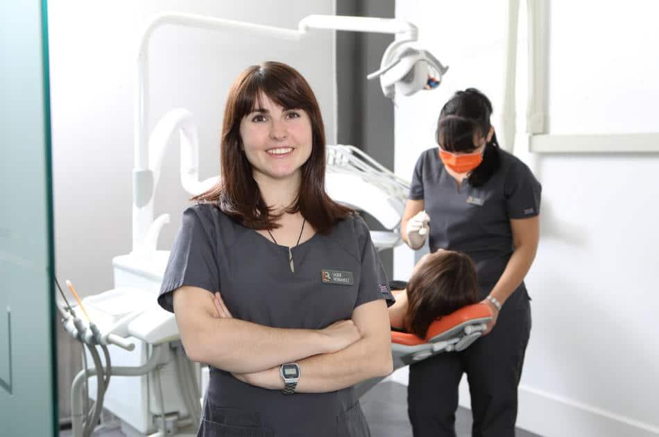 Mantenimiento de implantes dentales - Limpieza dental profesional